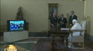 Papst Benedikt XVI. spricht per Audiovideo-Schaltungmitdem Team der Internationalen Raumstation (ISS), Bild: kathspace.com/papst.co