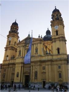 Theatinerkirche-Odeonsplatz, Bild: Kirche in Not