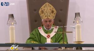 Papst Benedikt XVI. hält seine Predigt im Olympiastadion, Berlin, Bild: kathspace.com/papst.co